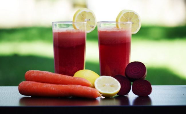 7 Reasons why Women should drink beetroot and carrot juice every day