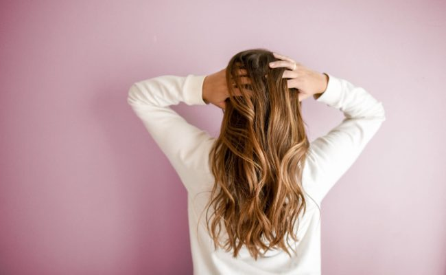 5 Easy Ways to prevent frizzy hair in winters